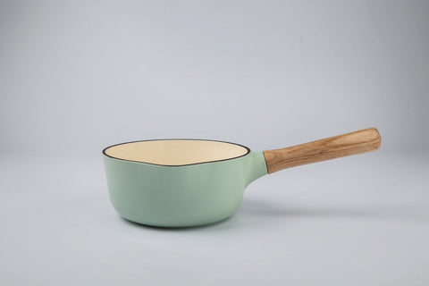 Ron 18cm Cast Iron Saucepan with Ash Wood Handle in Sage