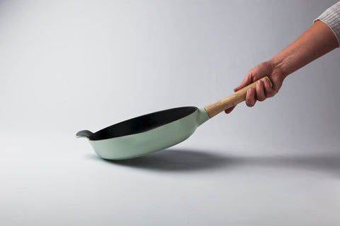 Ron 26cm Cast Iron Frying Pan with Ash Wood Handle in Sage