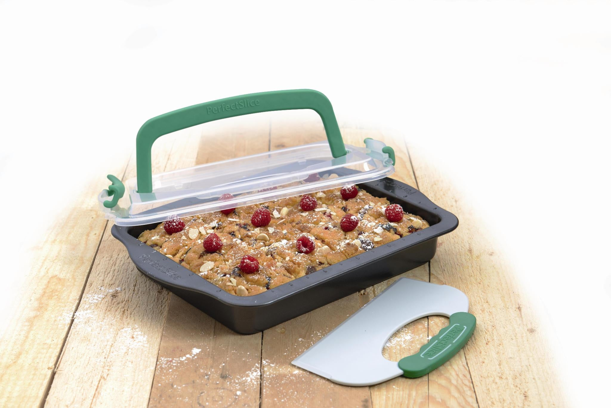 Perfect Slice Covered Rectangular Pan with Slicing Tool