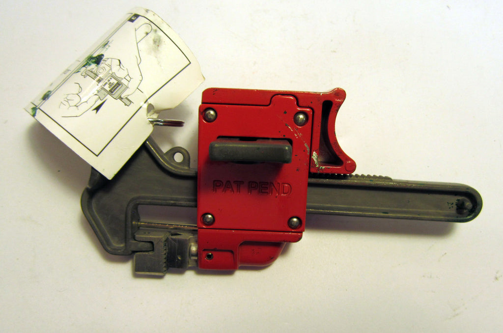 Master Lock Handle-On Ball Valve Lockout S3068