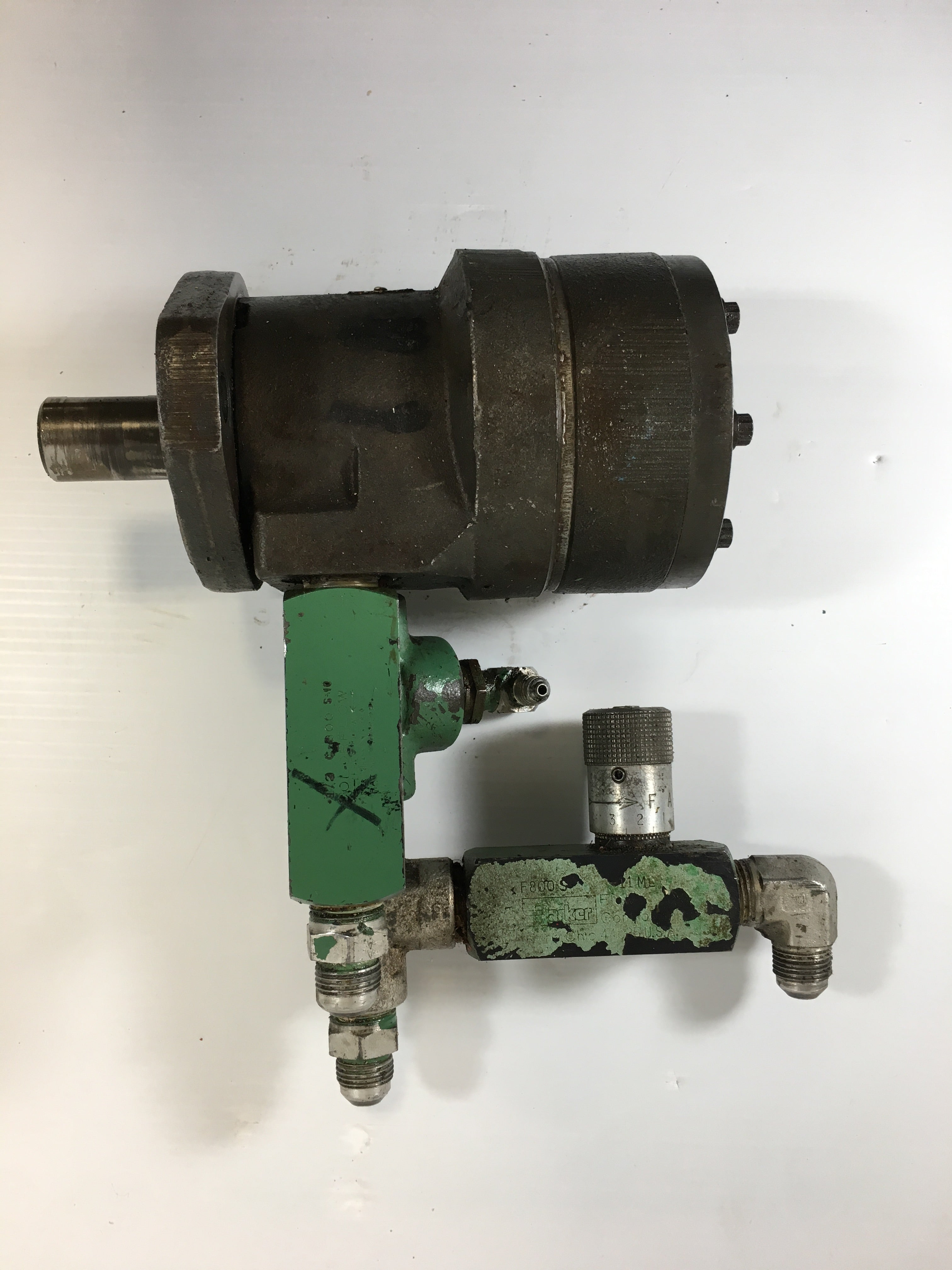 Eaton Char-Lynn Hydraulic Motor with Parker Control Valves 103 1030 008