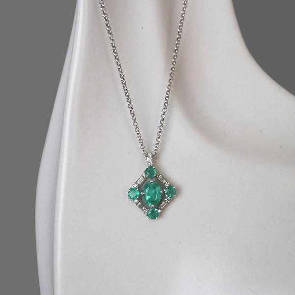 Oval Emerald Halo Diamond Beauty
