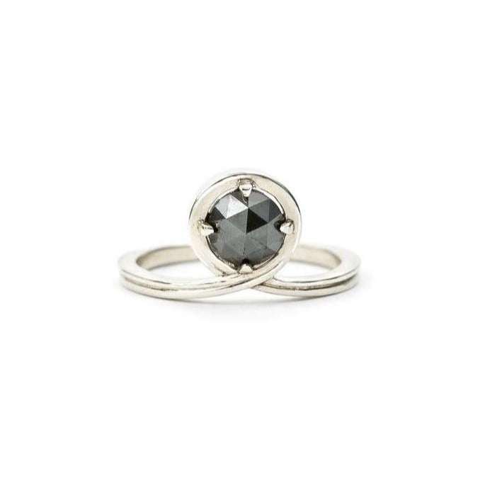 'Passage' Medium White gold Black Diamond Ring