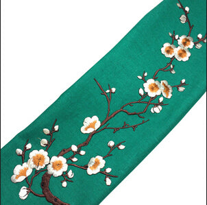 1 PCS Plum Blossom Flower Applique Clothing Embroidery Patch Fabric Sticker Iron On Sew On Patch Craft Sewing Repair Embroidered