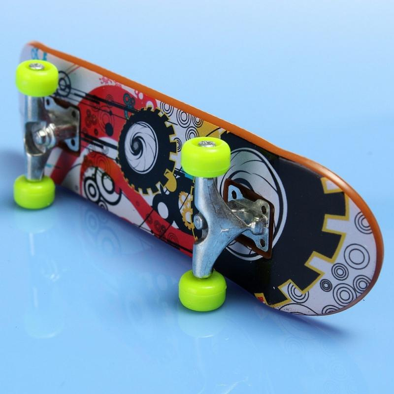 2Pcs Kids Children Fingerboard Toy Truck Mini Finger Skateboard Toy Boy Kids Children Gift