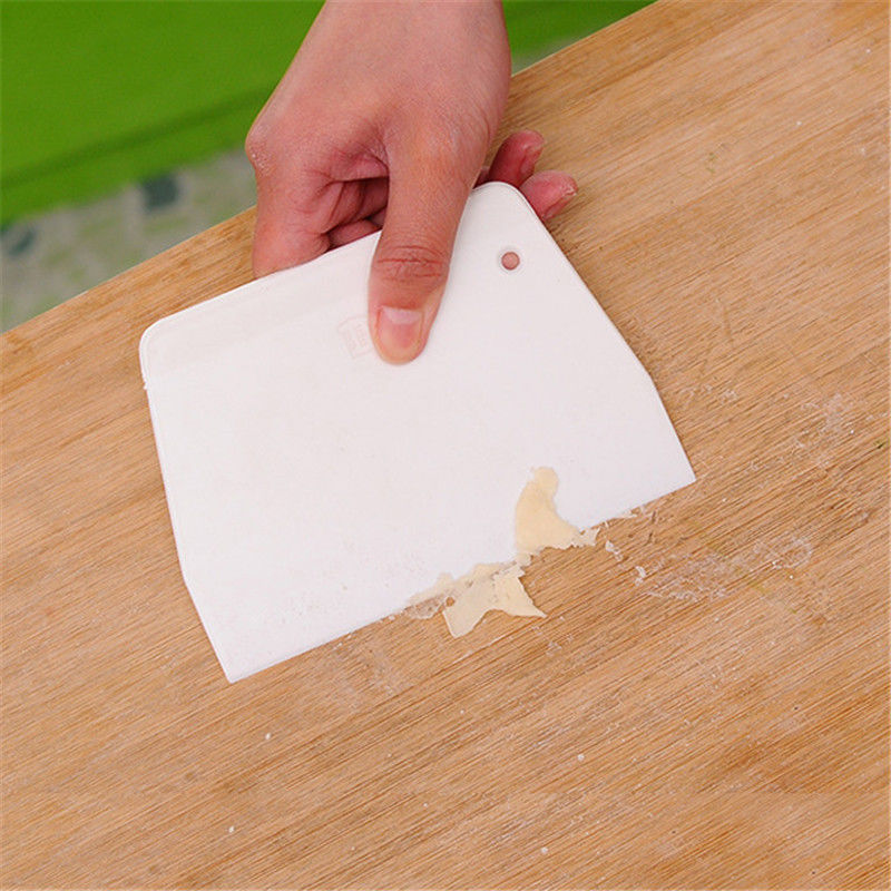 High Quality 1pcs DIY Baking Scraper Butter Knife Plastic Cake Dough Cutter Kitchen Baking Tools Small Size Free Shipping