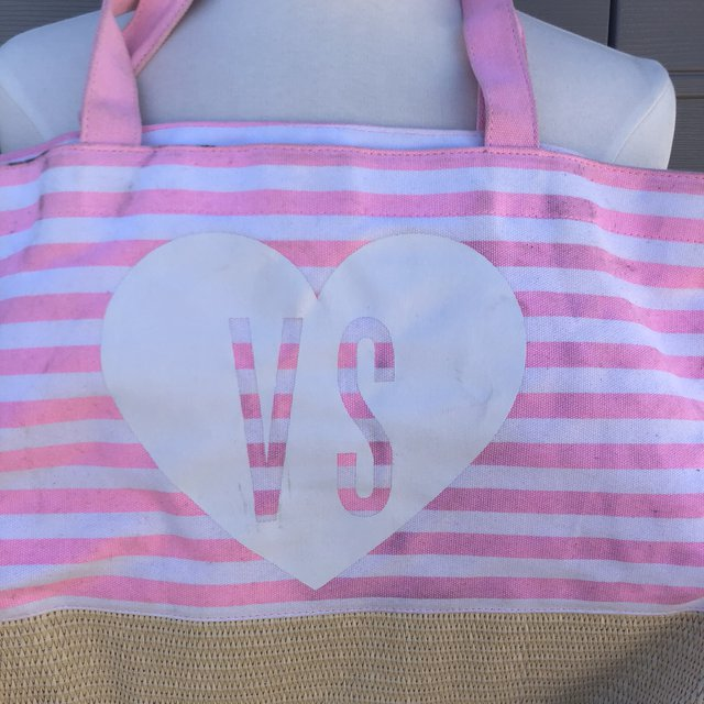 Hard to find! Victoria secret pink and white tote bag . Some marks from use but otherwise tons of life left ! Perfect for the gym summer the beachetc . Fast freeee shipping #victoriasecret#tote#pink#beachbag#festivals#travel#depopfamous