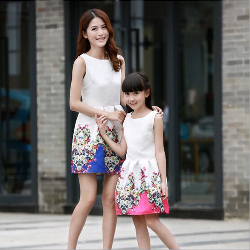 free shipping 2016 New Mother Daughter Dresses Fashion Sleeveless Dress Striped Girls Long Dress Family Matching Outfits