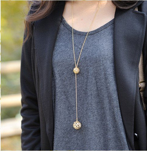 Hot Selling Classic Crystal Necklace Hollow Ball, A Long Section Of High Texture Flash Spher N11