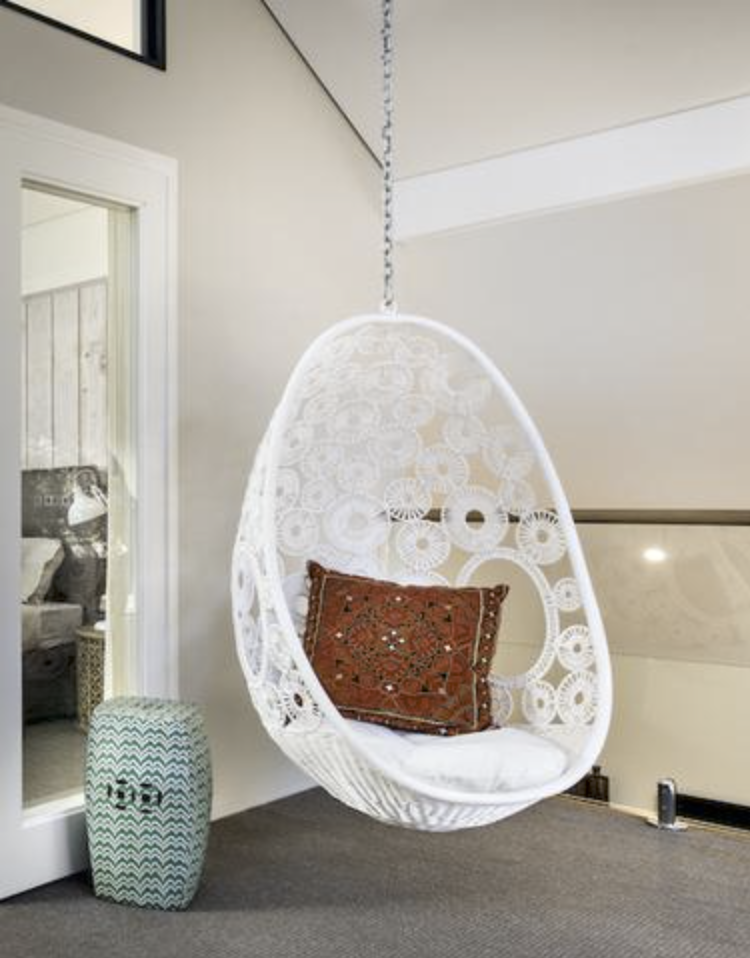 How can hanging chairs in Melbourne be used all year round?
