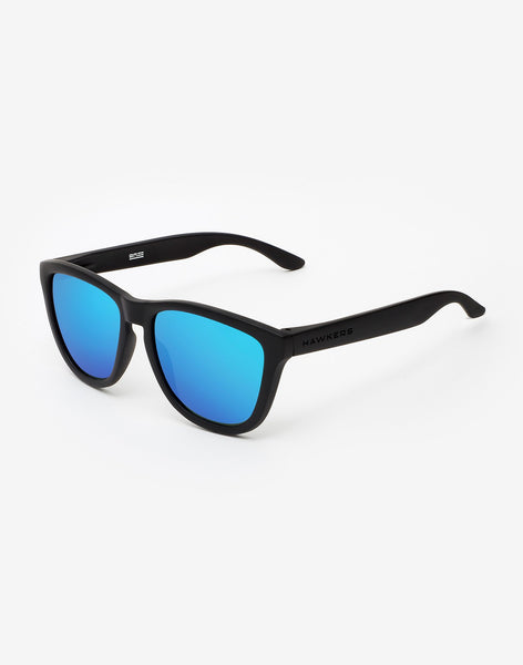 Polarized Carbon Black · Sky One
