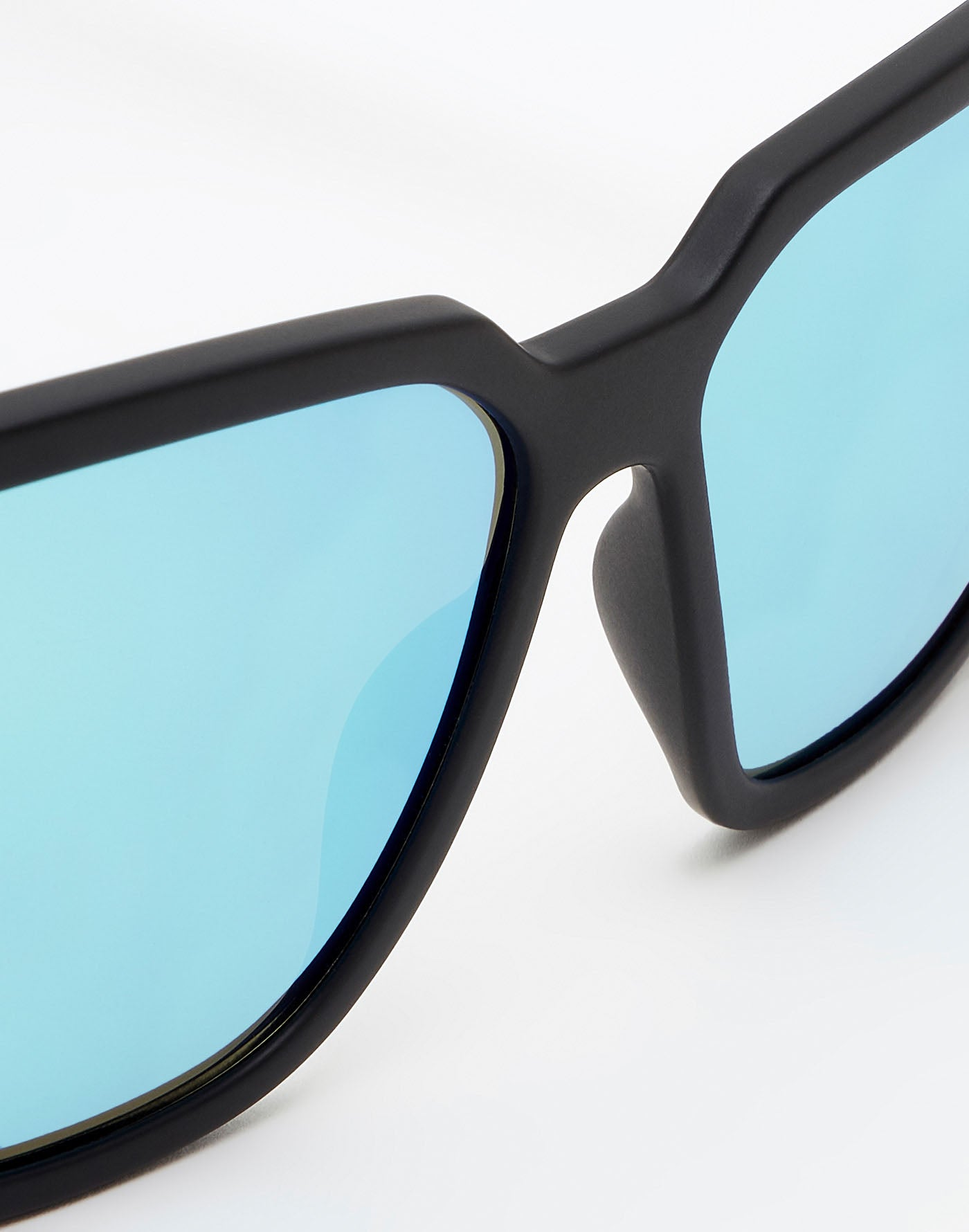 Carbon Black · Clear Blue Motion