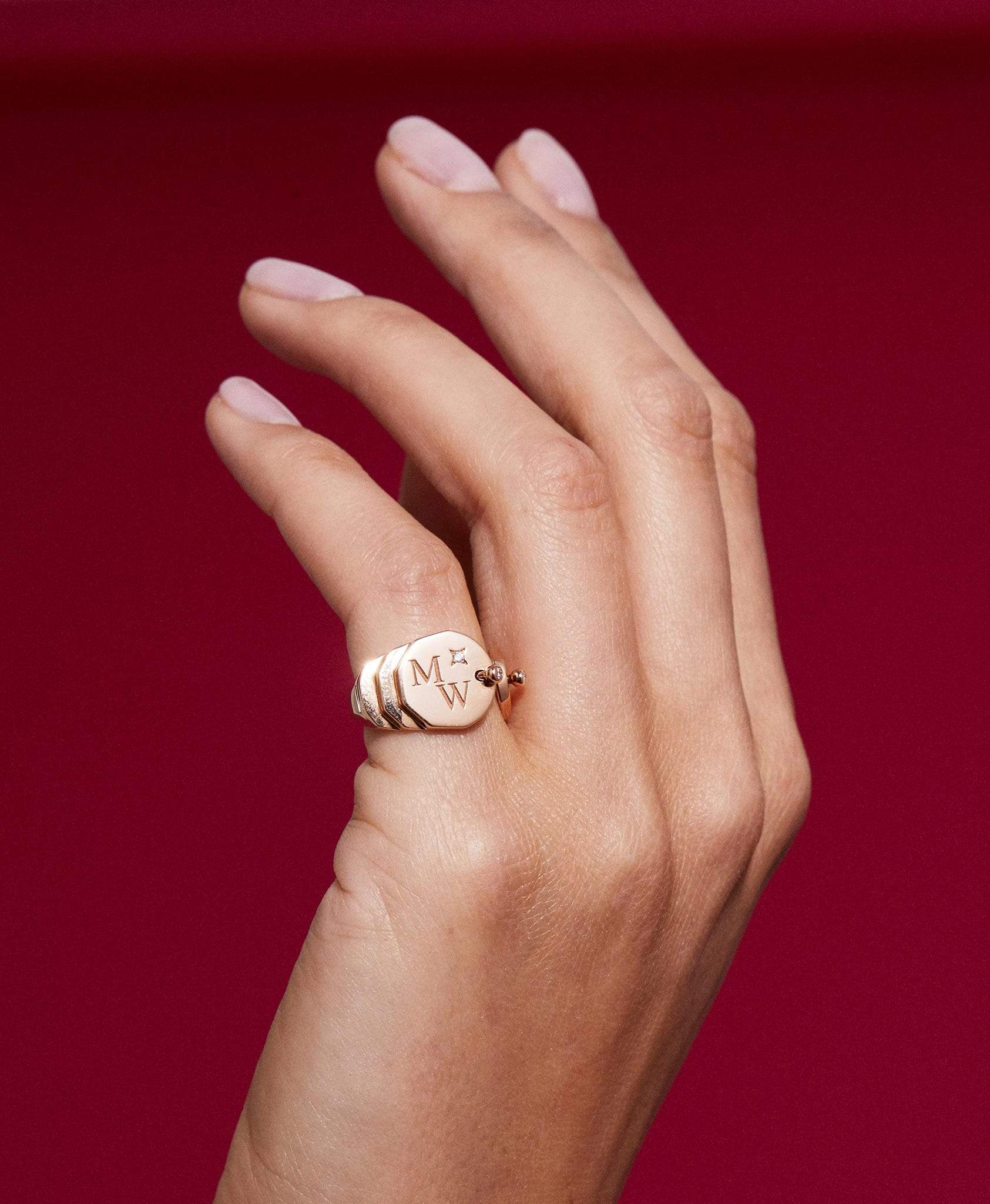 Gold Signet Ring: Discover Luxury Fine Jewelry | Nouvel Heritage