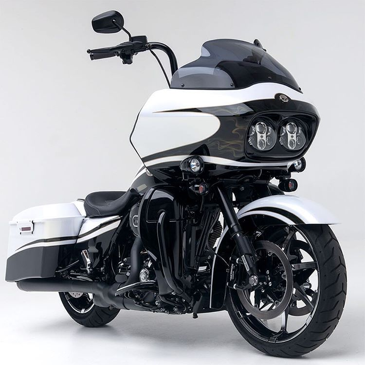 A Harley Davidson CVO running Race Tech Inverted forks and Kraus Touring Triple Trees