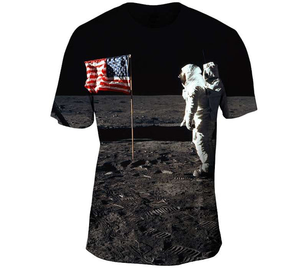 Buzz Aldrin and the U.S. Flag on the Moon Mens T-Shirt