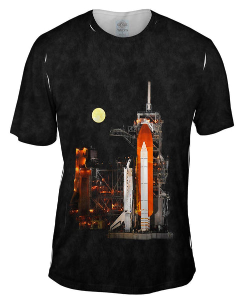 Space Shuttle Discovery Under Full Moon Mens T-Shirt
