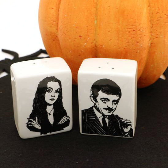 Gomez and Morticia Addams salt and pepper shakers - great way to spice up any mean cara mia!  LIMI
