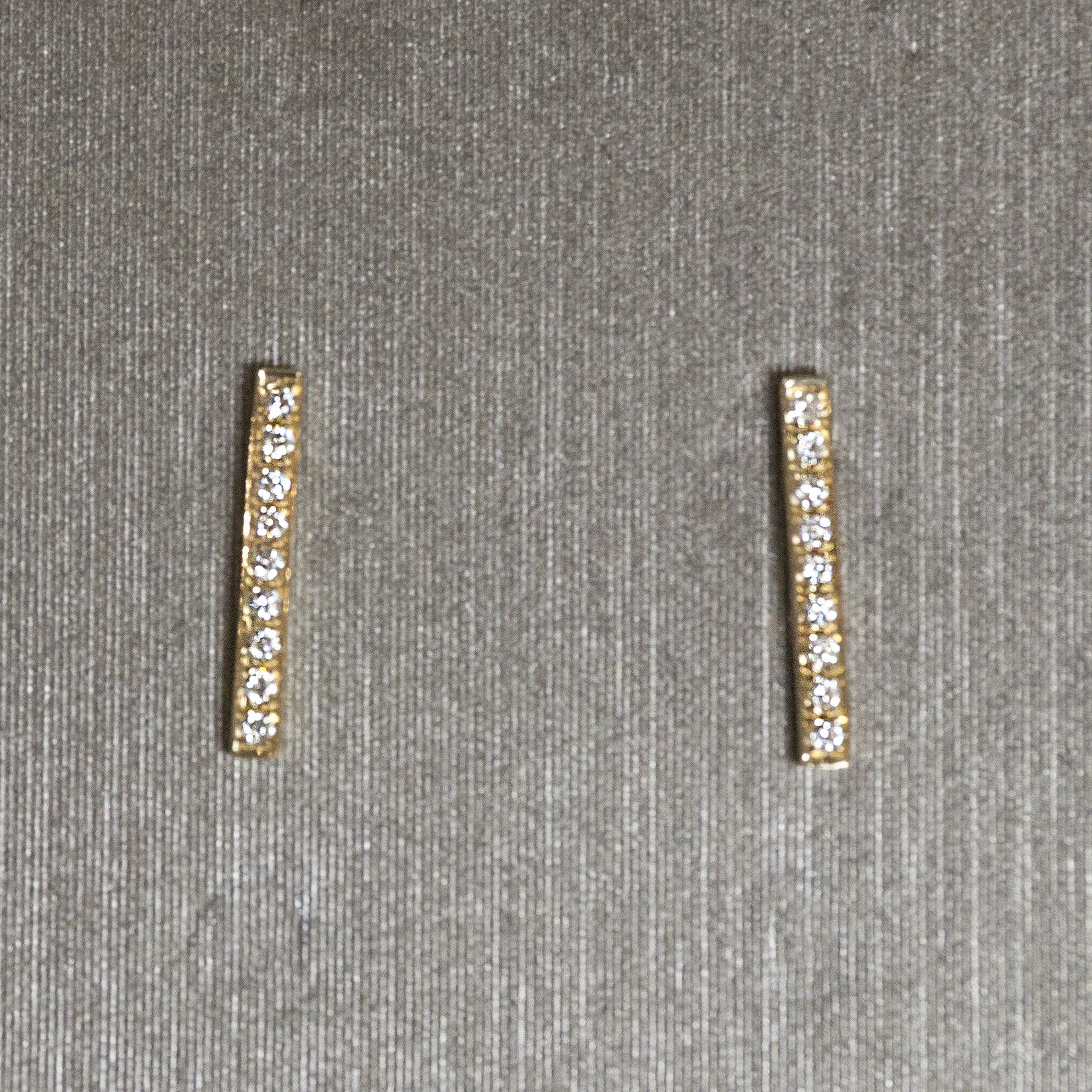 Rocks with Soul Long Bar Studs Yellow Gold