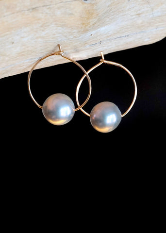 Designs by Alina lilac pearl 14K gold small hoop earrings