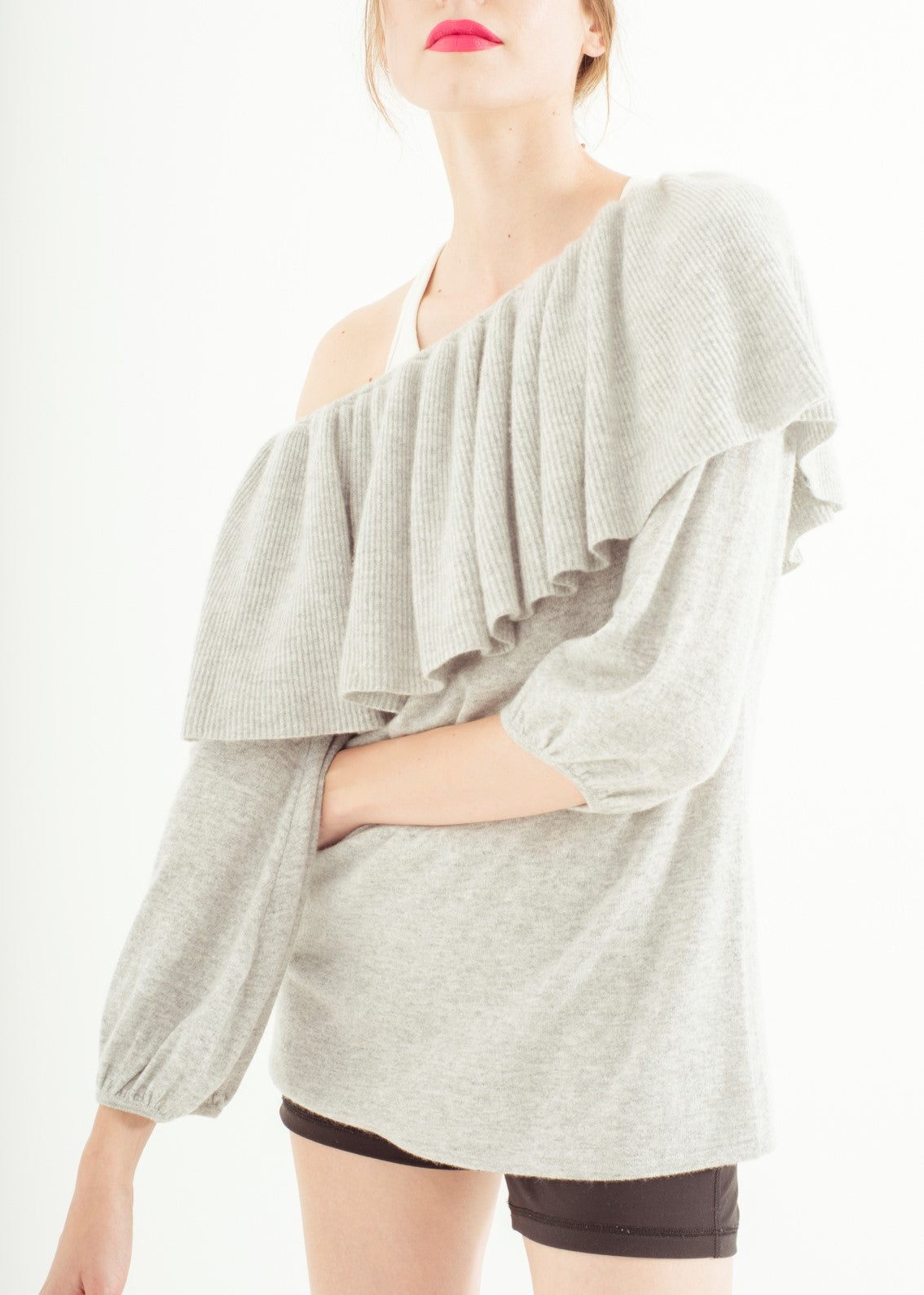 Zynni Cashmere ruffled trim pullover in grey