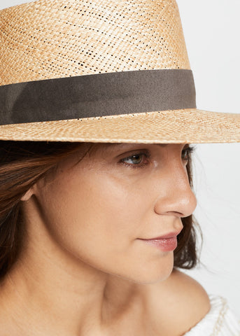 Janessa Leone Jade hat in natural
