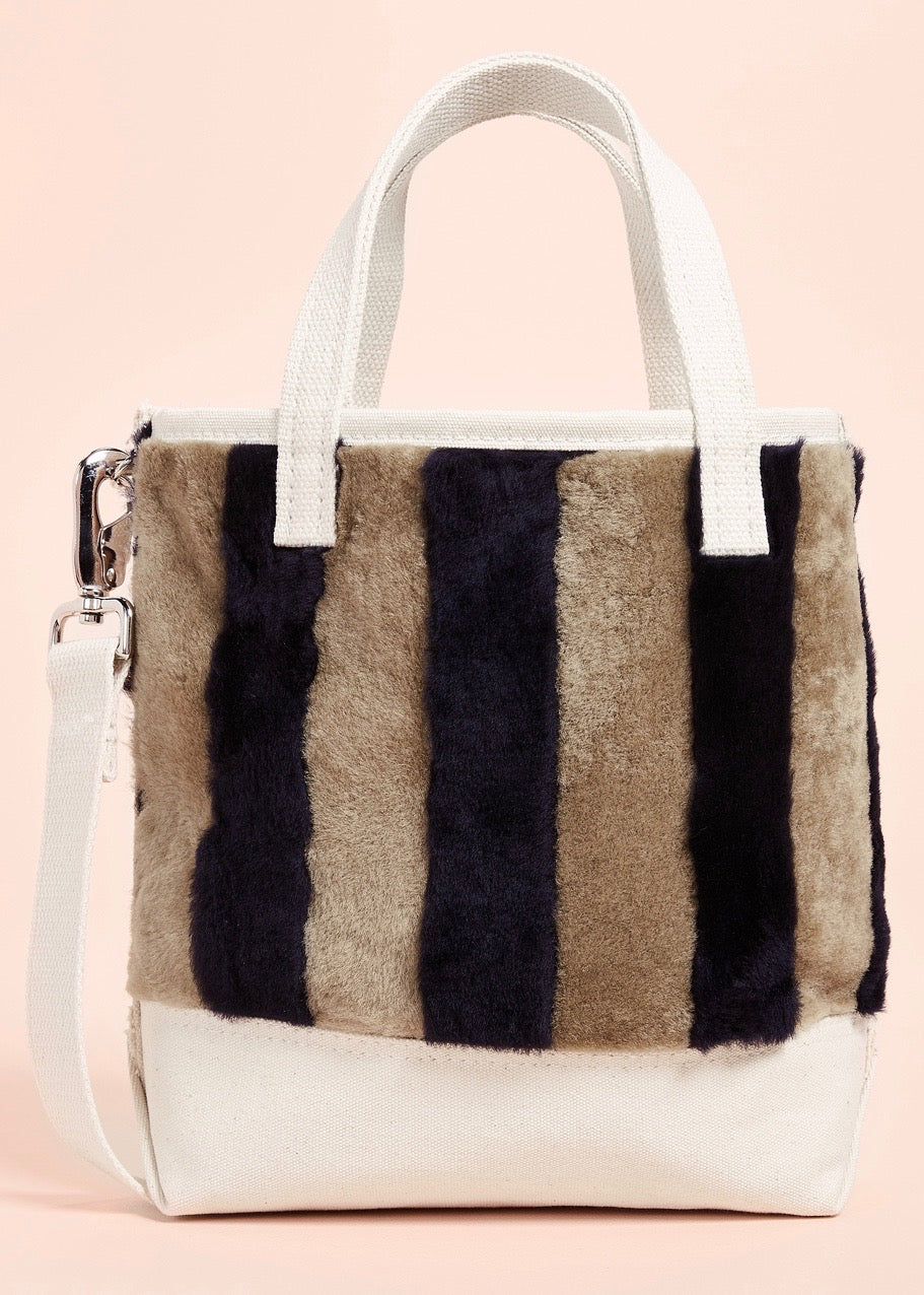 Kule Shearling tote in camel navy