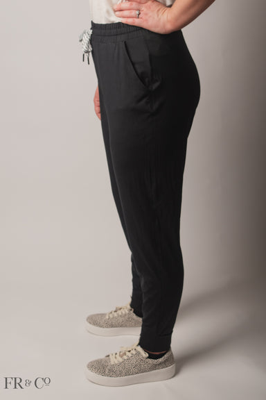 Lounging Jogger - Black