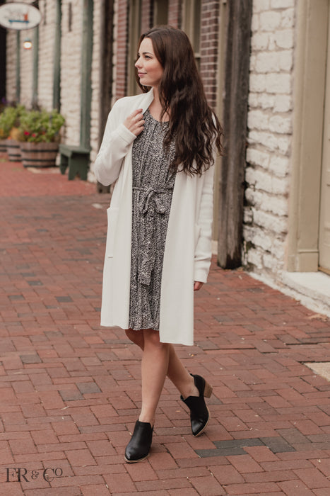 Long Knit Cardigan With Pockets - White