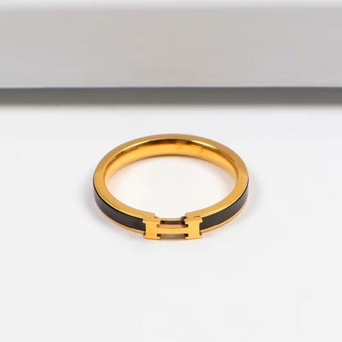 Black print ring in lette rings