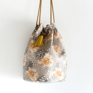 Shweshwe White Flower Bucket Bag