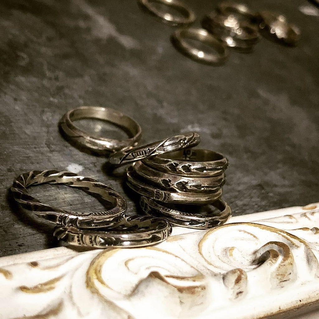 May club -【Chooke】ROUND STAMPING NARROW RING - THUNDER