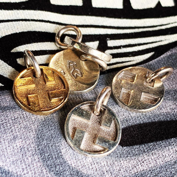 MAY CLUB SWASTIKA METAL - 18K