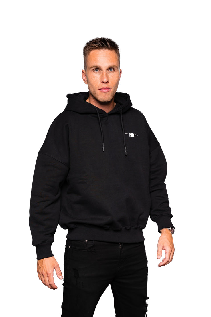NR PATCHED DROPSHOULDER LOGO HOOD BLACK
