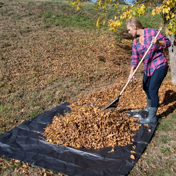 Load with clippings, leaves, or debris onto our Super Duty Clean Up Canvas Tarp with ease and secure with its interlocking the four soft grip handles