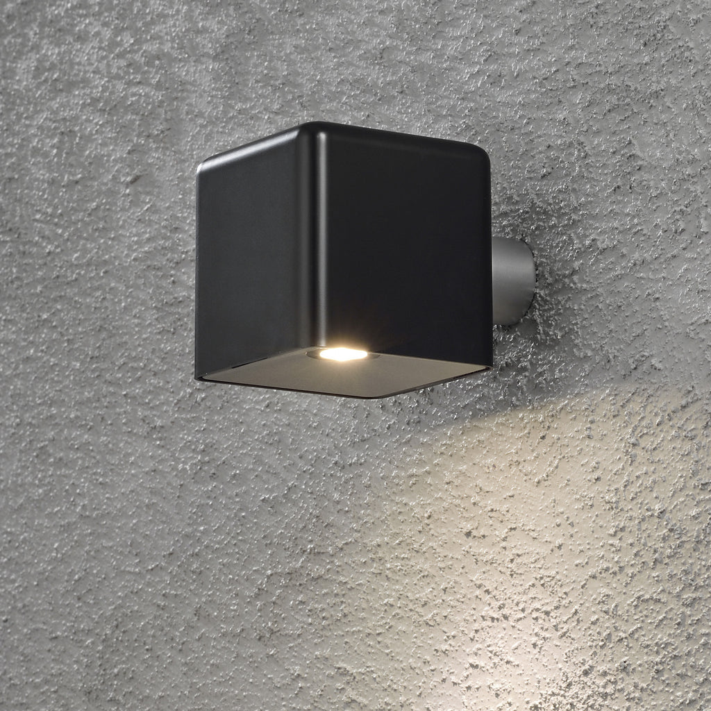 Amalfi black low voltage garden light 12v outdoor wall light for Low voltage led patio lights