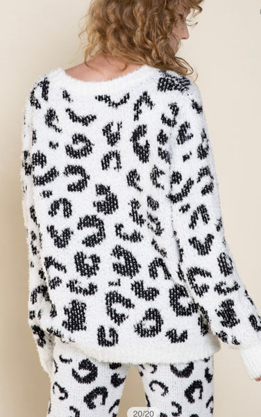 Apparel- Lindsey Leopard Berber Cozy Top Black