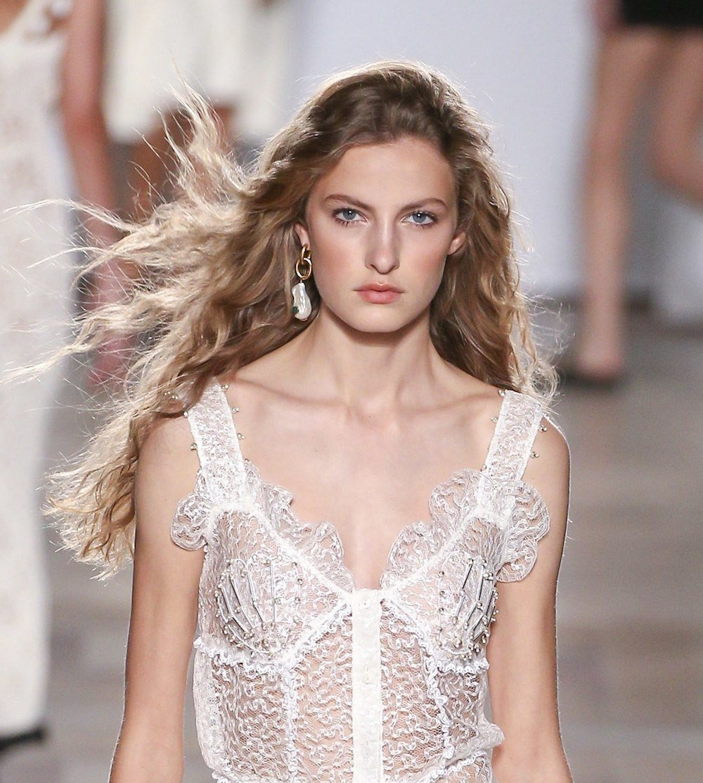 How to Tame Frizzy Hair for a Summer Wedding Like a Pro