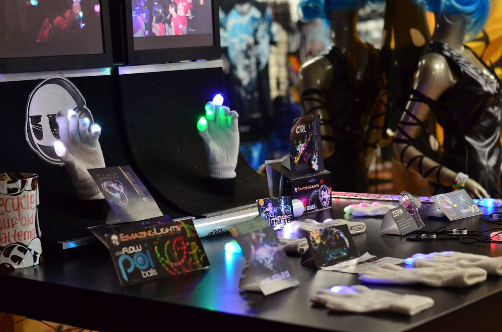 EmazingLights retail store bridges online-to-offline commerce