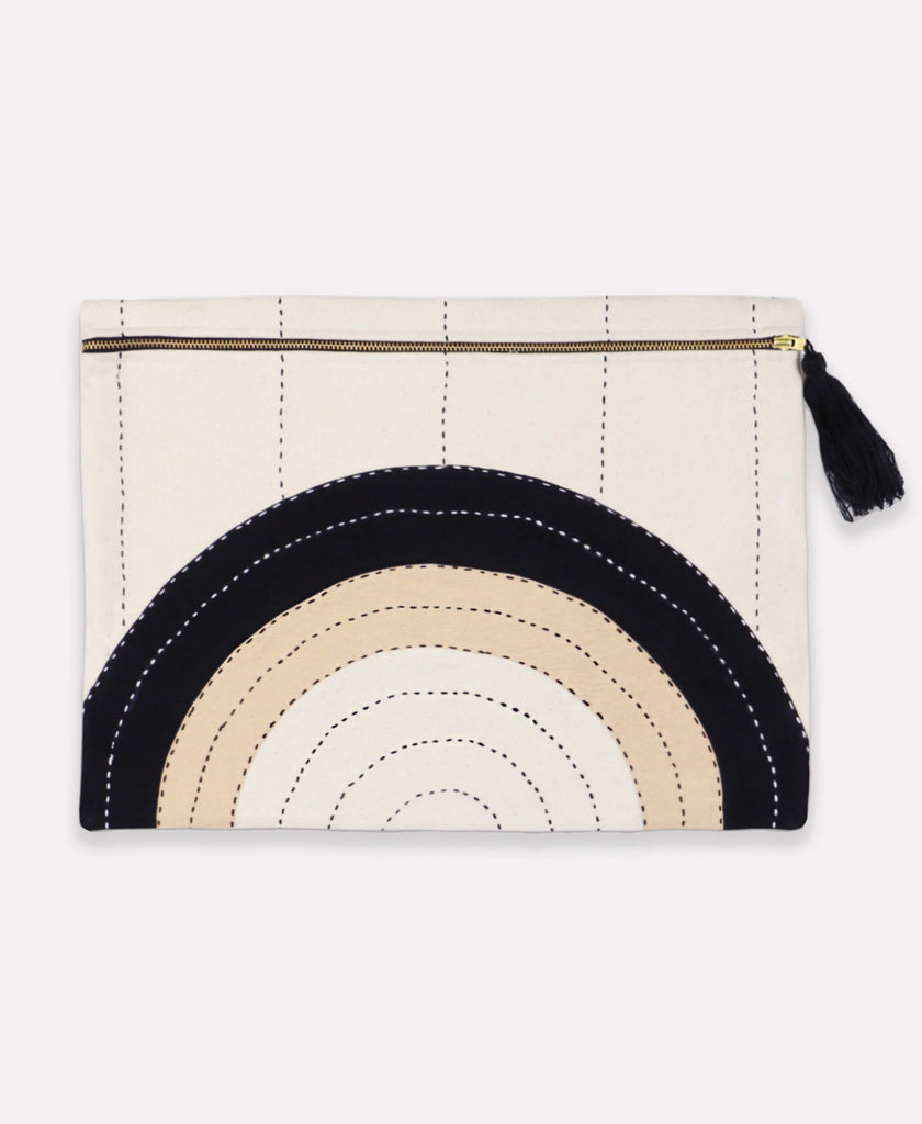 Large organic-cotton pouch with concentric design and zipper closure