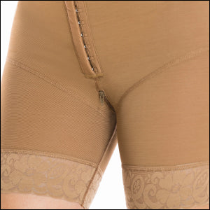 Post surgical compression front to back zipper A C9018