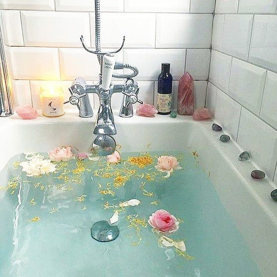How to use healing crystals in the bath tub