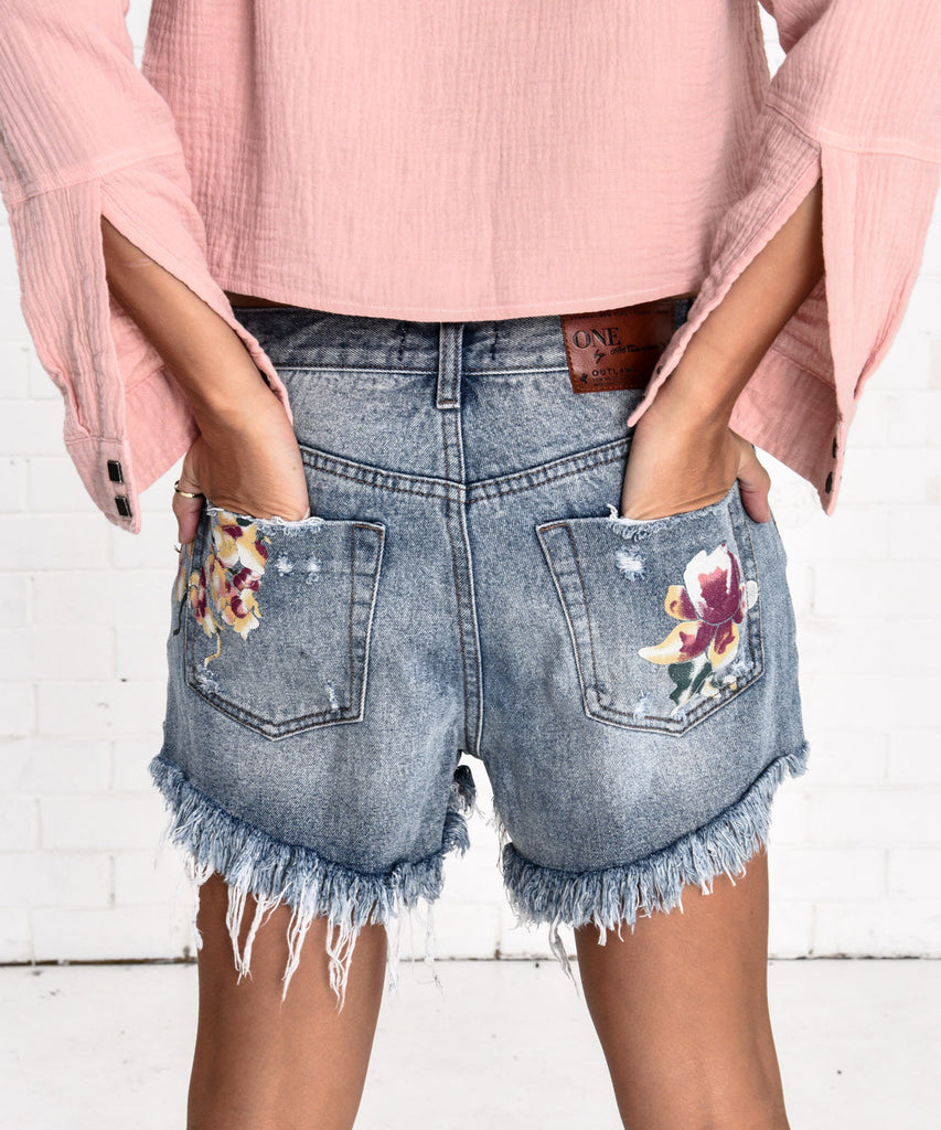 ORCHID OUTLAWS SHORTS