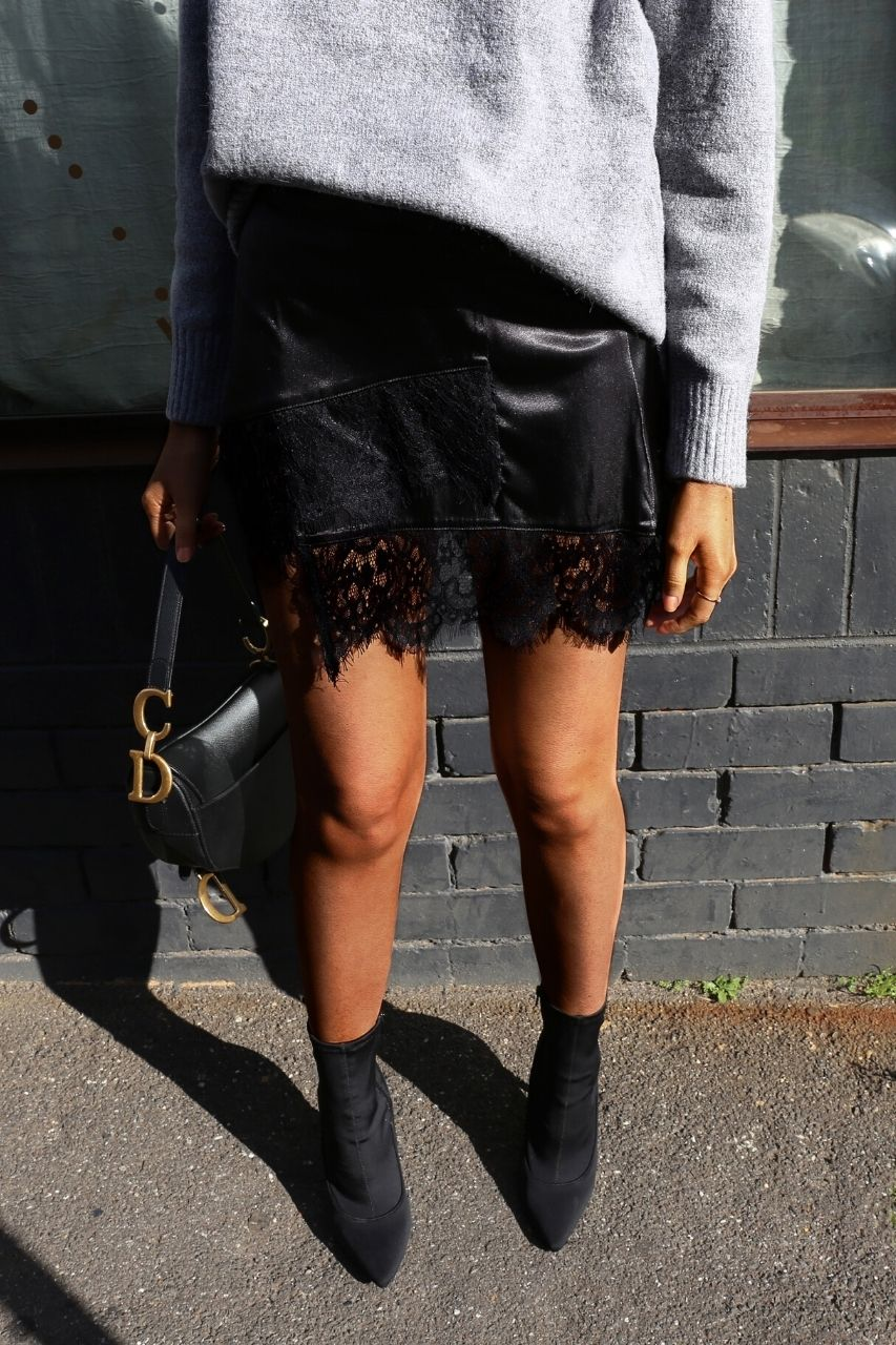 Sweet Valley lace mini skirt