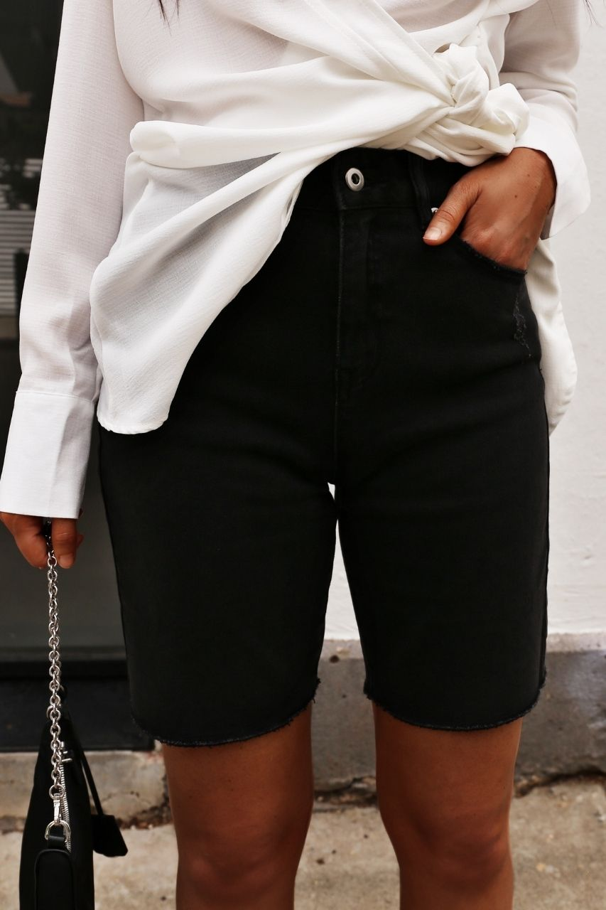 Emery Shorts - Noir Denim