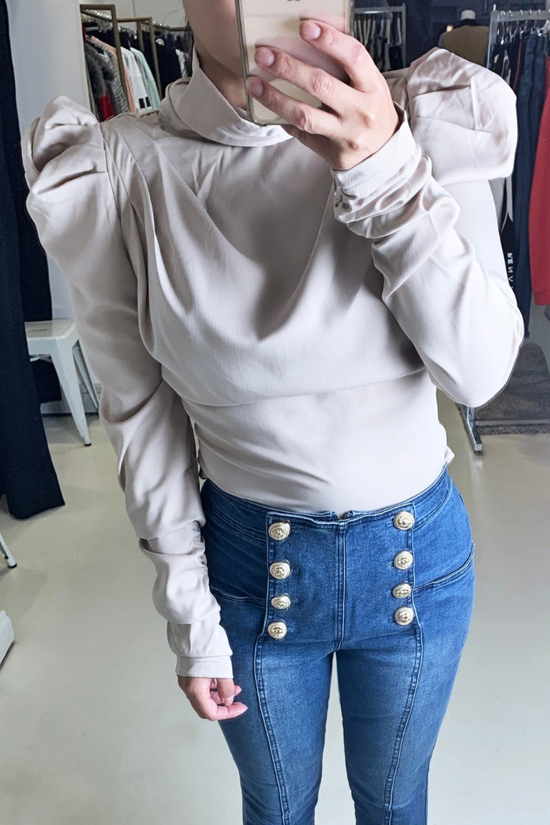 Ivory and Chain Oli Top