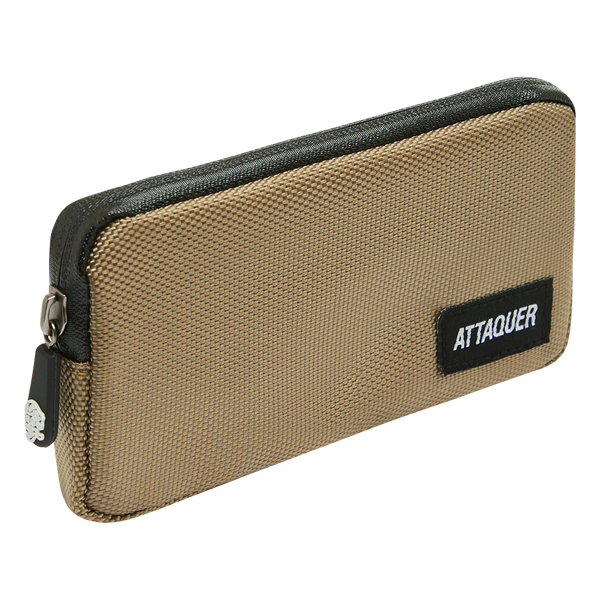 Attaquer Pocket Pouch Tan main