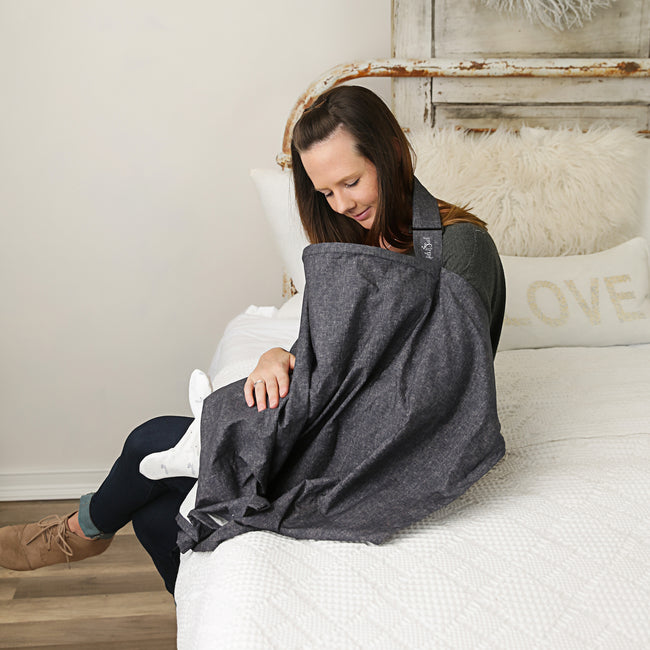 The nursing cover has a neckline, made with a flexible bow that allows mothers to maintain eye contact with their baby.