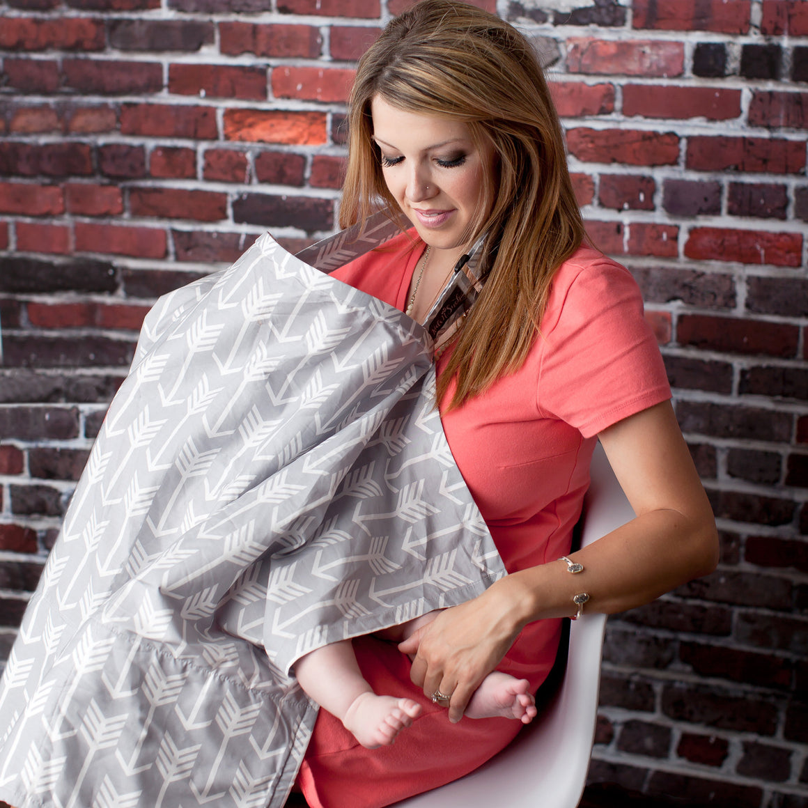 Nursing Cover with Built-in Burp Cloth + FREE Pouch | Arrows