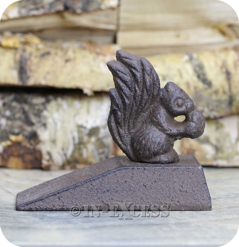 Novelty Farmhouse Cast Iron Rust Effect Door Wedge - Squirrel