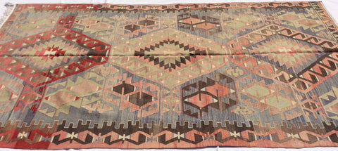 Turkish Kilim rug in excellent condition, 9,5 x 5,6 feet - Sophie's Bazaar - 1